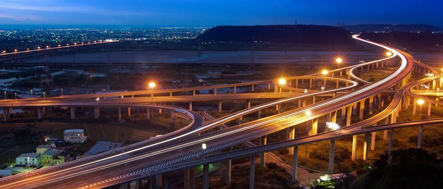 highway-in-night-s-1-887x380